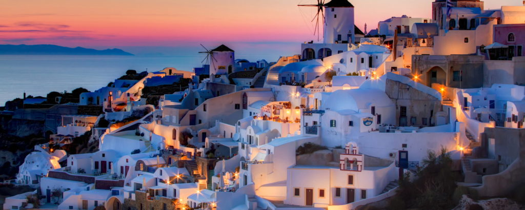santorini-travel-guide-beaches-accommodation-min